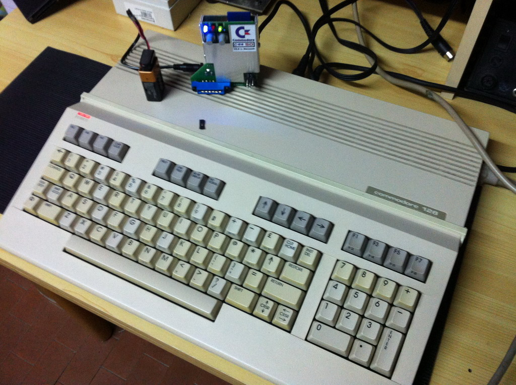 Commodore 128 con C64SD v2.0 Infinity