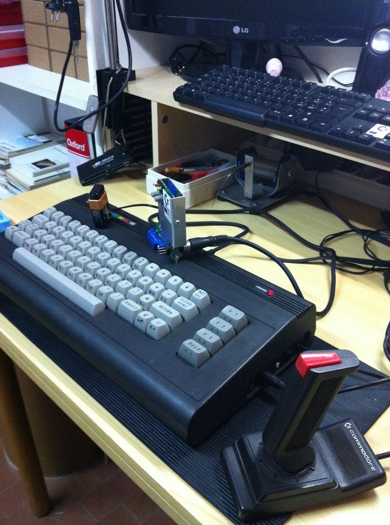 Commodore C16 con C64SD v2.0 Infinity