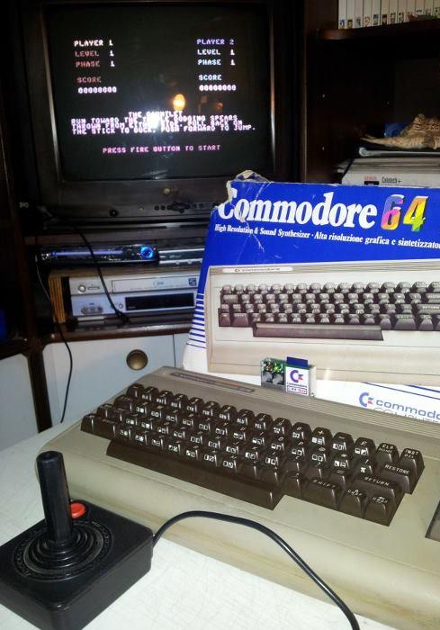 C64SD v2.0 Infinity in azione eseguendo Aztec Challenge sul mio C64