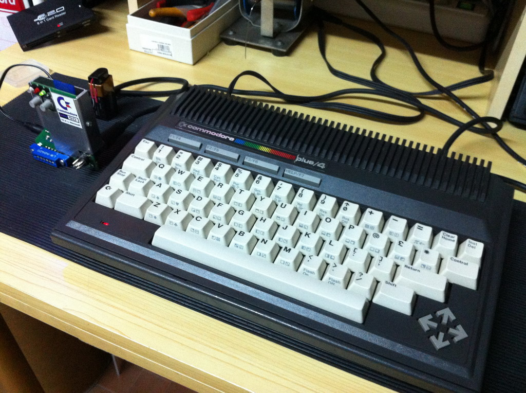Commodore Plus/4 con C64SD v2.0 Infinity