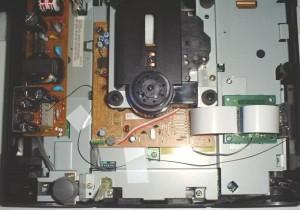 L'interno del Sega Saturn dopo l'installazione del modchip