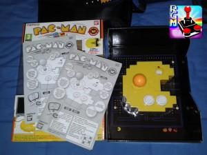 La confezione comprende la console, dei manuali, eil cavo interno
