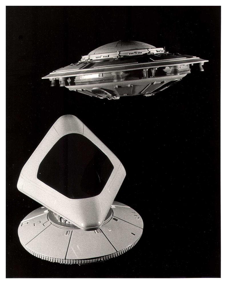 """Due modellini costruiti dai tecnici della Lucasfilm. Un Rotofoil da """"Ballblazer"""" e un disco volante suicida da """"Rescue on Fractalus""""."""